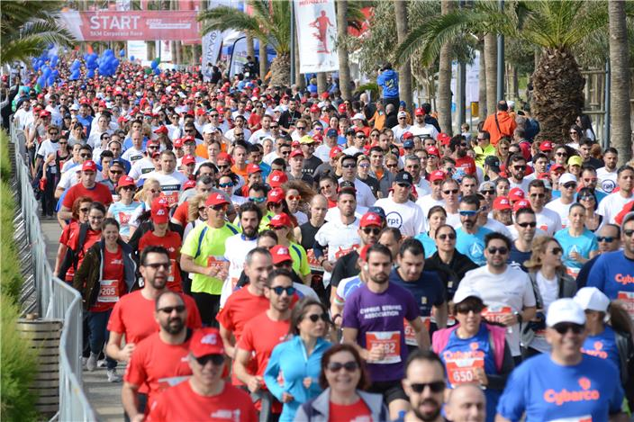mass runners start jogs